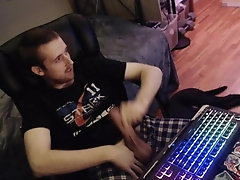 Uncircumsized stud jerks off cock on webcam