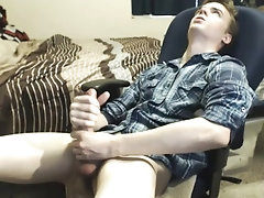 Hung twink cums on cam