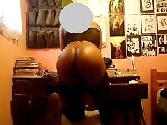 Bubble butt Twerkin for dick