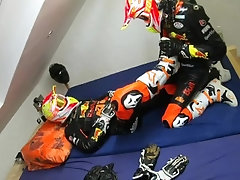 GEARBIKER MOTORBIKE LEATHER WANKING IN BED AND JERKING OFF
