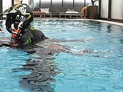 MX BIKER UNDER WATER FUCK IN A SWIMMING POOL