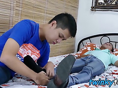 Asian twinks Arjo and Alex sucking feet before bareback