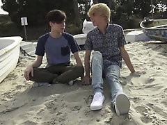 Blond boy Jamie Ray picks up a horny twink at the beach
