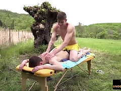 Outdoor massage leads to slow motion cumshot